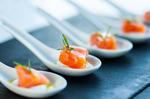 Lachs Sashimi auf Meerrettichmousse und Dillschaum